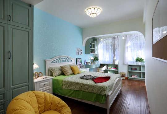 项目名称:丛林美墅总体风格:美式。面积:350平方三层带地下室 一楼带前后花园 三楼带楼顶花园。材料:红橡实木、水性漆,艺术涂料,炭化木、实木雕花,仿古砖。设计:深圳深蓝室内设计工作室。常住人口:两夫妻,老人,一女儿功能需求:客厅,餐厅,厨房,休闲区、娱乐区、读书区,公卫,老人房、客房。