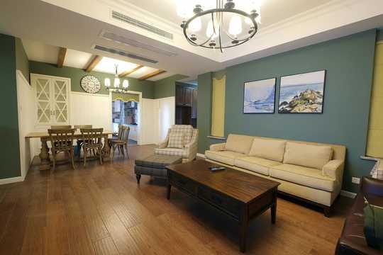 窗帘的装饰则给客厅带来一丝亮色
