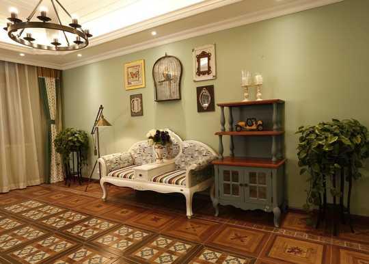 書房美式拼花地面,墻面灰綠色調與窗簾