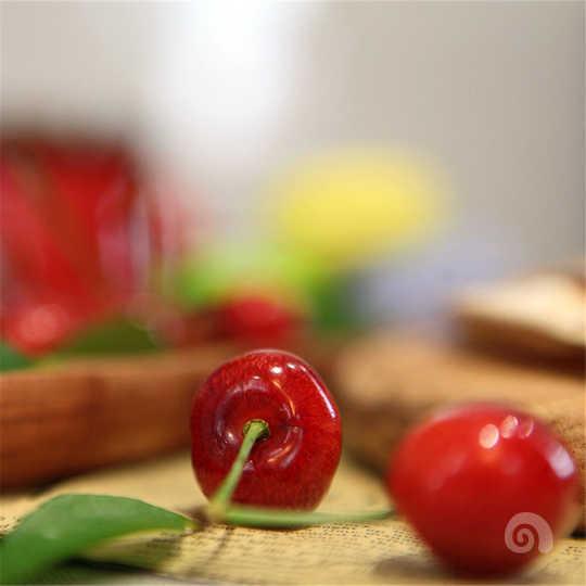 红樱桃绿芭蕉