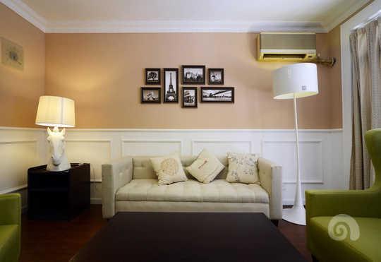 客厅半腰石膏线的设计突出了本案北欧