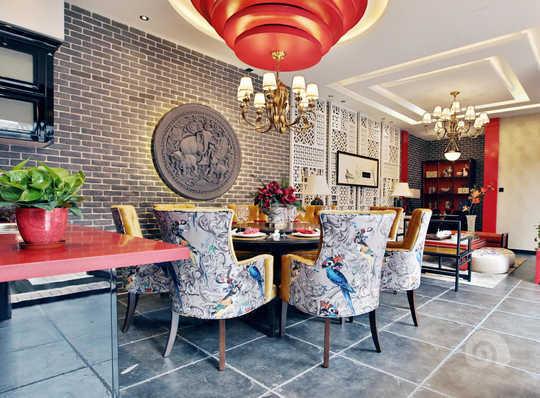 案例介绍:老北京四合院的设计,需要讲究室内与室外的协调,只有更好的把室内外协调,才能充分体现四合院的味道。风格上不仅是新中式,也是一种混搭,传统与时尚,古老与现代,多元化的设计融合在一起,让古老的四合院焕发新的活力。