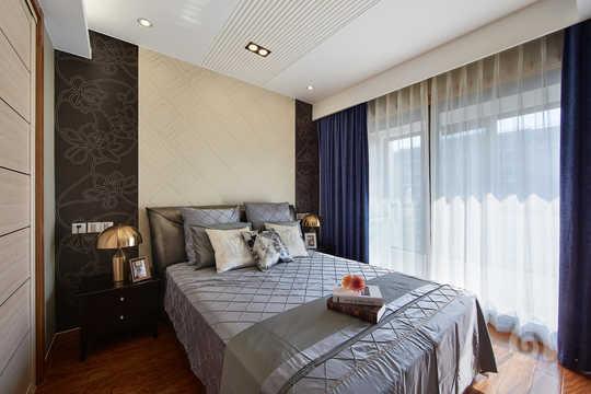 卧室背景墙以贴菱形和花纹相结合的皮纹砖为主,使这间纯净的卧室更图片