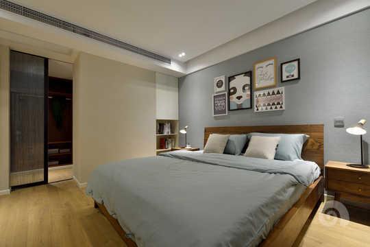 素雅的主卧空间,加上自然纹路的胡桃木家具,北欧图片